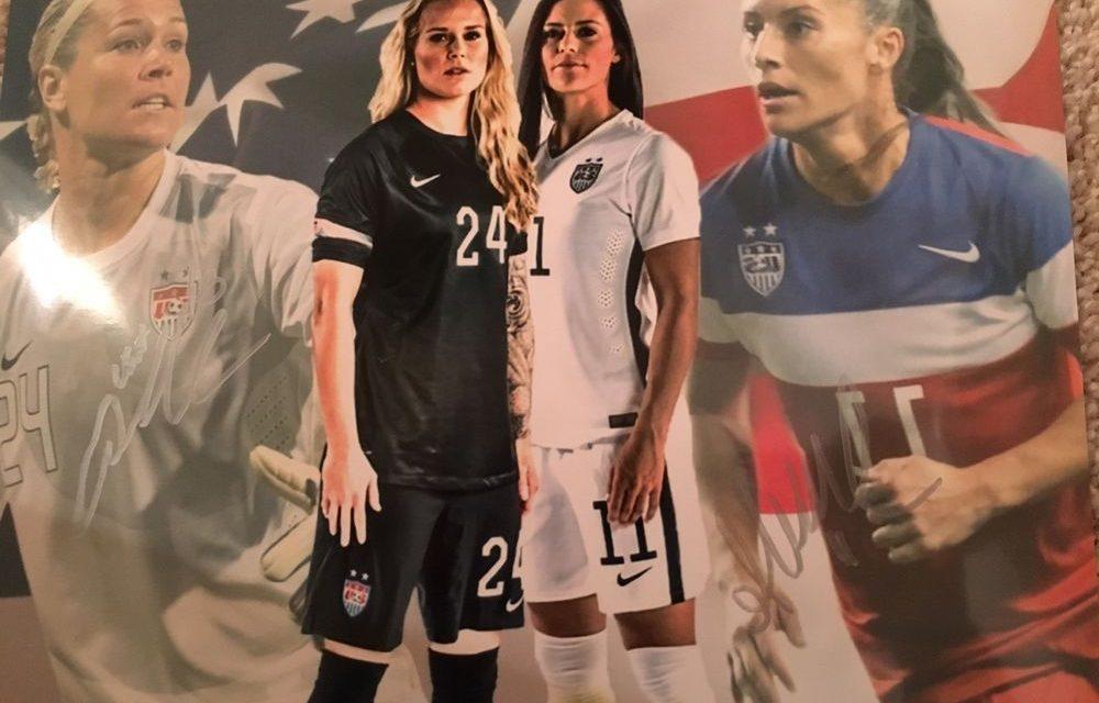 luotettava laatu Yhdysvallat uskomattomia hintoja US National Soccer Team and Orlando Pride Players Ali ...